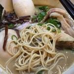 86519771 - 麺は細麺。硬めで。