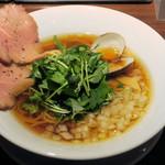 麺屋 ねむ瑠 - 淡麗赤鶏と蛤(醤油)780円