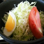 お家のとんかつ亭 - ヒレかつカレーに付くサラダ