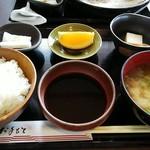 お家のとんかつ亭 - ヒレかつ定食のご飯とか味噌汁とか