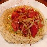 SOT L'Y LAISSE - フムス ひよこ豆のペーストと高島トマトのサラダ