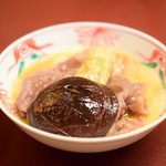 人形町今半 - 【すき焼き 極上】お肉に、椎茸・茄子を添えて。