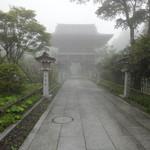 秋葉茶屋 - 2012年7月雨で幻想的でした