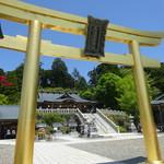 秋葉茶屋 - 黄金の鳥居 奥に本殿が有ります