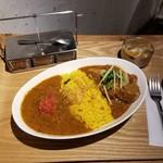 レインボウスパイス カフェチャイストール - ダブルカリー(チキンマサラ&ポークビンダルー)
