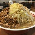 階杉 - 杉二郎 中(2玉 240g) 油、野菜増し 別サイドからのアップ〜(*^▽^*)❤️