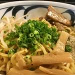 麺鮮醤油房 周月 - 油そば  大盛りのアップ〜(*^▽^*)❤️