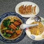 西安餃子房 - 豚角煮ラーメンと半炒飯と餃子