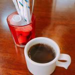 楽亭 - サービスで供される食後のコーヒー