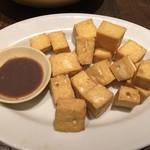 カムオーン - 少数民族の揚げ豆腐 マムトム臭い海老だれで