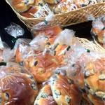 小西のパン - 料理写真:黒豆パン