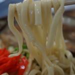 いちまん御膳 南の駅 食道 - 軟骨そばの麺アップ
