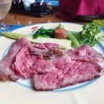 風 - メインのローストビーフ 黒毛和牛をほどよく熟成させたお肉なので、キラキラと赤い輝きを放っています