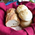 風 - 焼きたてアツアツのパンも美味しい!