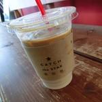 トットリ コーヒー ロースター - ドリンク写真:オシャレなホルダー
