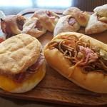 ジェントルパン - ベーコンエピ ベーコンエッグマフィン 焼きそばパン ガーリックパン