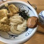 茶ぶ釜 - かしわ天ぶっかけうどん700円 麺大盛り100円