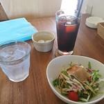 ミラノ - 料理写真:セットのドリンクとサラダ