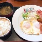 デニーズ - セレクトモーニング¥646 目玉焼きとご飯と味噌汁