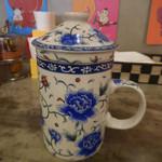 タイストリートフード - ジンジャーハーバルティー;素敵な花柄のカップ