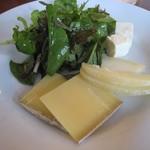 オステリア コマチーナ - チーズ3種とサラダ