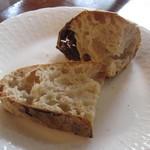 オステリア コマチーナ - 自家製パン