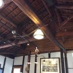 西條くぐり門珈琲店 - 屋根は洋風な造り