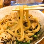 86568752 - 太めな平ら目な麺。