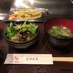 ニュー松坂 - 白菜のソテーとガーリックチップ、味噌汁、野菜サラダ