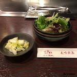 ニュー松坂 - 香の物と野菜サラダ