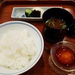 てっぱん割烹むら雲 - 冨田ライス産ヒノヒカリの土鍋ご飯、龍のたまごの醤油漬け、赤だし、香の物