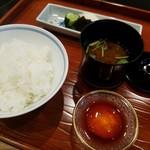 てっぱん割烹むら雲 - 冨田ライス産ヒノヒカリの土鍋炊きご飯、龍のたまごの醤油漬け、赤だし、香の物