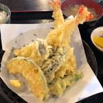 小作 - 天ぷら定食 1300円。