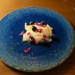 La Bitta - 前菜①:レモン締めしたアオリイカとブルーベリー