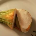 La Bitta - 前菜②:帆立ムースを詰めたズッキーニの花のオーブン焼き