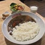 TSUNAMI - TSUNAMI(神奈川県横須賀市本町)横須賀海軍カレー(サラダ・牛肉付)1,200円