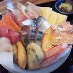 8658253 - メガ海鮮丼