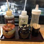 二代目 麺やケイジロウ - 卓上の調味料