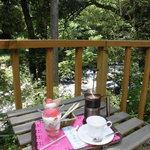 アウトドアカフェ 微睡 - 料理写真:川音を楽しみつつ頂くスイーツとコーヒー
