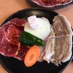 86586944 - ランチの牛豚定食の肉