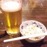 鳥やす - かんぱ~い♪の生ビール(飲みかけ)とお通し♪