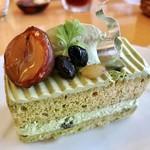 パティシエ トカノ - 料理写真:西尾の石臼抹茶ショート@栗と黒豆がいい♪サンドされた小豆がポイントの抹茶のショートケーキ