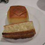 86596081 - ル・プチメックのモルソー・ロゴのミルク・パンとバゲット2