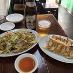 餃子屋 満園 - 餃子、焼きそば、瓶ビール