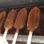五平餅の太田 - タレ付けてからも 焼きます。