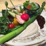 蛍雪の宿 尚文 - 新鮮野菜丸かじり 岩魚と牛乳と野菜のソースと辛子麹のソース ギンヒカリの昆布〆、赤城鶏のハム