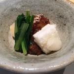 蛍雪の宿 尚文 - 地大根と本田米の揚げ餅 鹿と猪の味噌煮のソース
