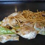 お好み焼じゅうじゅ - 料理写真:麺が太いやきそば