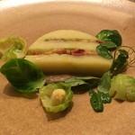 ミチノ・ル・トゥールビヨン - 新ジャガイモのテリーヌ、ベーコン、芽キャベツ、アンチョビのソース