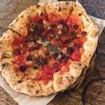ユサンピザ - カラマタ産黒オリーブとアンチョビ、トマトのピッツァ